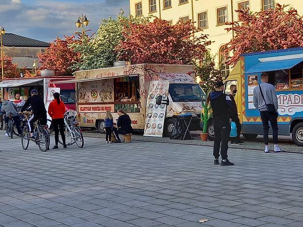 Zdjęcie numer 21 w galerii - Po sukcesie w Kielcach food trucki znów serwują u nas pyszności