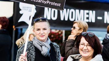 Katarzyna Bliźniak i Maria Kuc: - Czekamy na sygnał od dziewczyn z facebookowej grupy Ogólnopolski Strajk Kobiet, żeby zrobić następną demonstrację