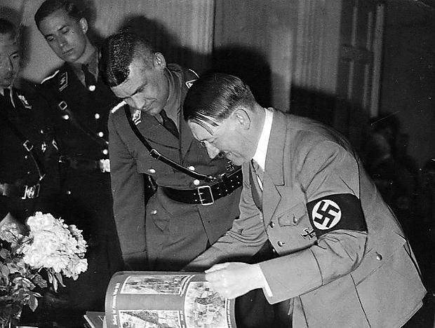 Adolf Hitler ze swoim adiutantem, kapitanem Fritzem Wiedemannem