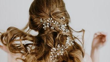 Fryzury na wesele dla gościa