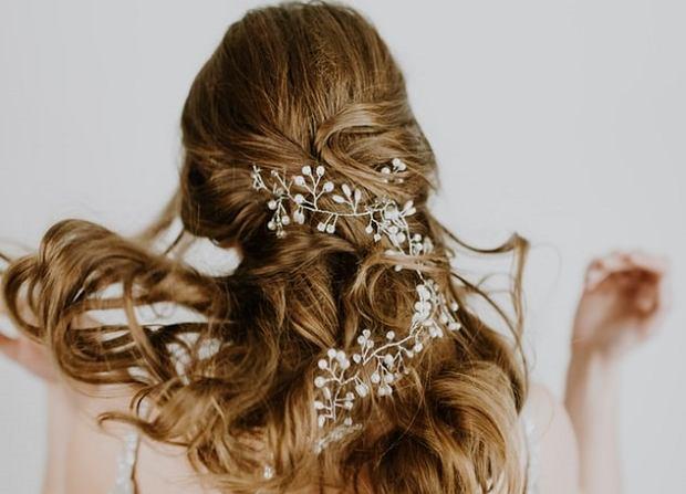 Jaka Fryzura Do Eleganckiej Sukienki Poradnik Kobiety
