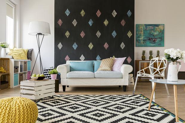 Krzesła do salonu - niebanalne pomysły do twojego domu