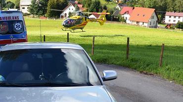 Poważnie ranny chłopiec został przetransportowany śmigłowcem Lotniczego Pogotowia Ratunkowego do szpitala w Katowicach