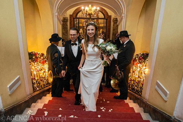 """Niemiecka hrabianka rozsławiła swoim """"royal wedding"""" Zamek Książ. Nie tylko w Polsce"""