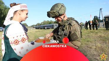 Rosyjscy żołnierze witani chlebem i solą po przybyciu na Białoruś w związku z ćwiczeniami Zapad-21