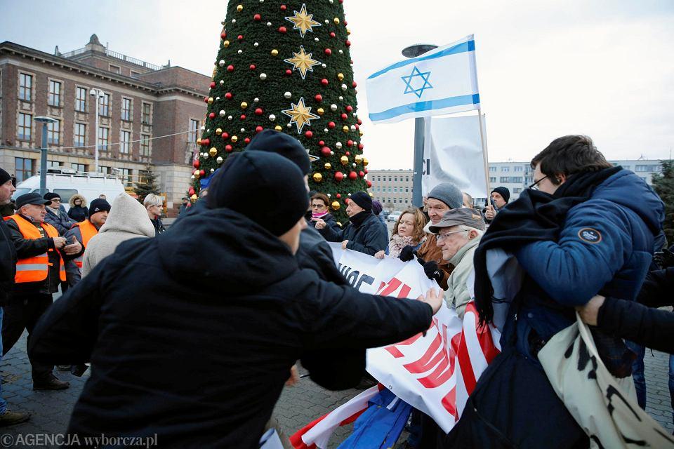 Wiec nacjonalistów z udziałem Jacka Międlara w Dąbrowie Górniczej
