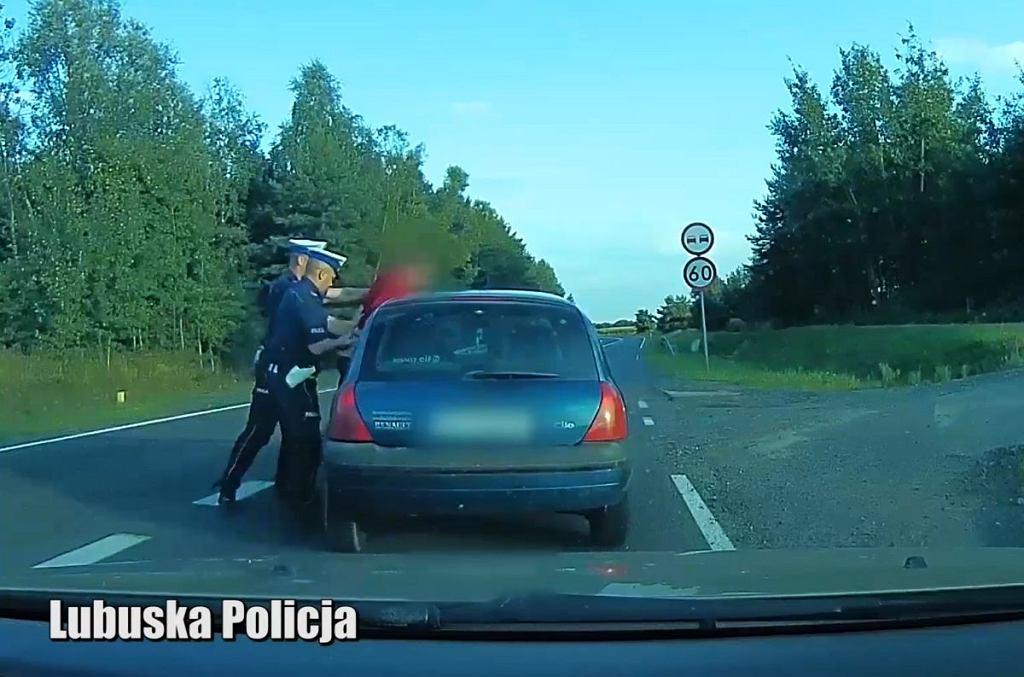 Kompletnie pijany kierowca na trasie S3