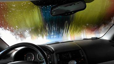Myjnia samochodowa. Zdjęcie ilustracyjne