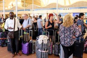 Zagraniczni turyści uwięzieni w egipskich kurortach. Loty nad Synajem wstrzymane