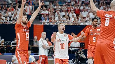 Polscy siatkarze mają podczas mistrzostw Europy powody do radości. Z lewej Michał Kubiak, obok libero Damian Wojtaszek oraz Wilfredo Leon