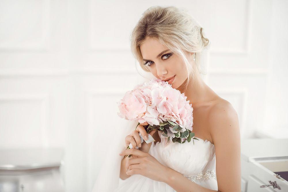 Makijaż ślubny to bardzo ważny element stylizacji. Jak dobrać najlepszy?