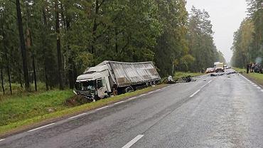 W tragicznym wypadku w pobliżu miejscowości Tatarowce pod Zabłudowem zginęły cztery osoby, w tym troje dzieci.