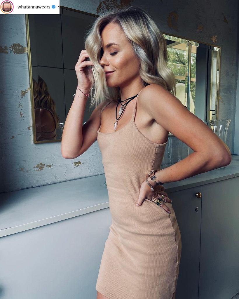 Anna Skura pozuje w opinającej sukience po trudnej operacji biustu