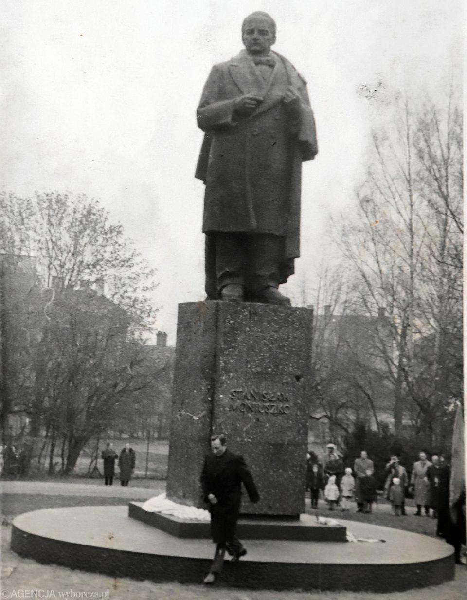Pomnik Stanisława Moniuszki w parku 3 Maja w Częstochowie. Zdjęcie z archiwum rodziny Stefana Policińskiego