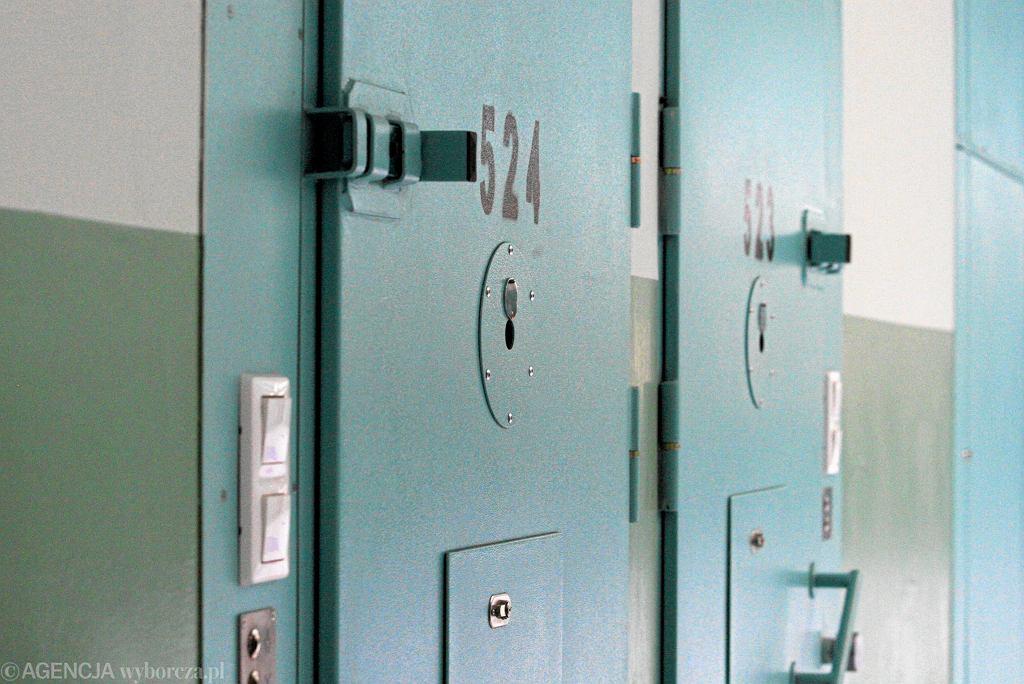 Atak nożownika w więzieniu we Francji. Dwóch strażników rannych