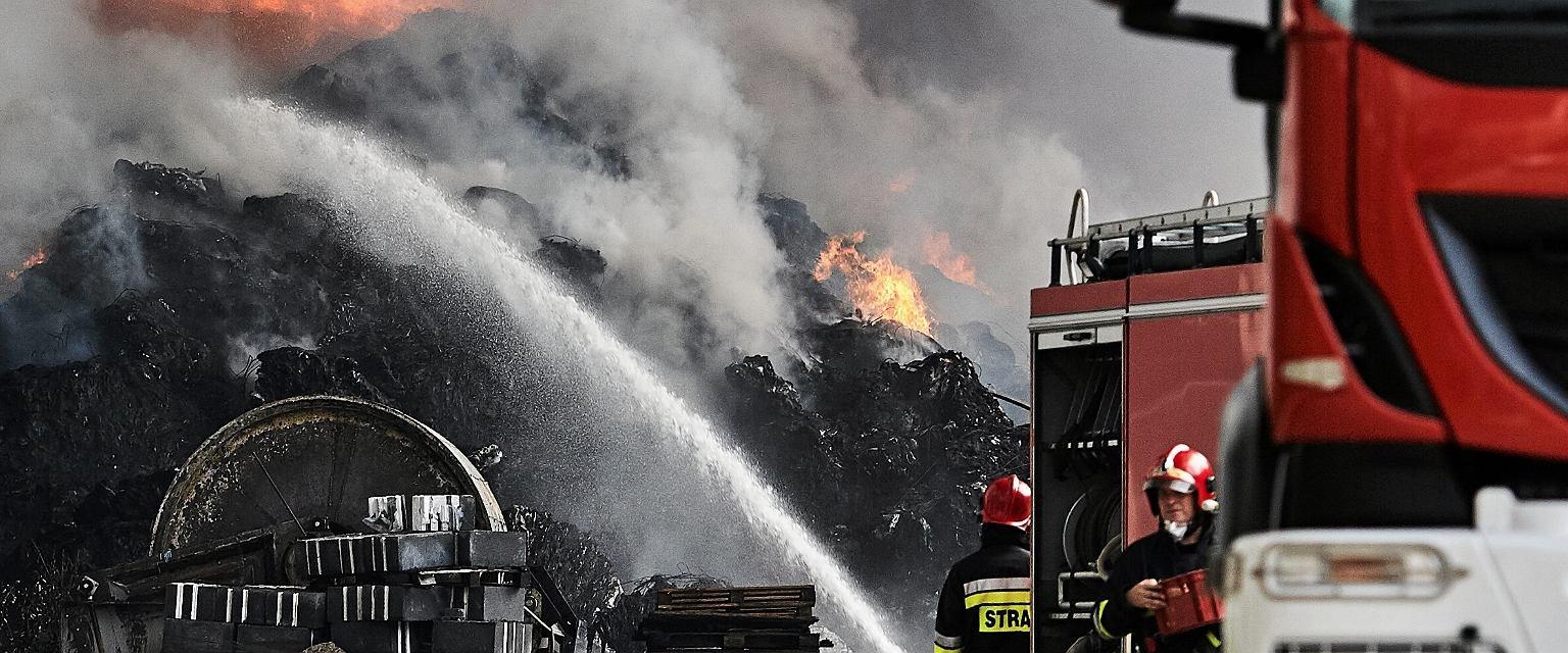 Ostatnie tygodnie to prawdziwa plaga pożarów wysypisk śmieci w Polsce (Fot. Tomasz Stańczak / AG)