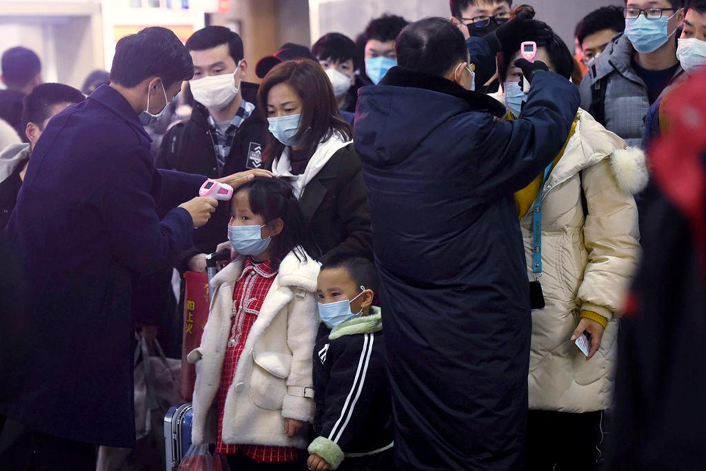 Koronawirus w Chinach. W mieście Wuhan nie działa lotnisko i komunikacja miejska