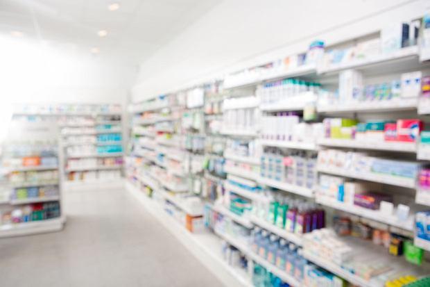 Fałszywe leki w polskich aptekach. Ludzie nieświadomie je kupują, a urzędy nic z tym nie robią