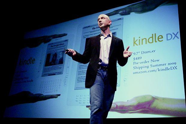 Jeff Bezos: 'Bądź uparty, jeśli chodzi o wizję, a elastyczny, gdy chodzi o szczegóły'.