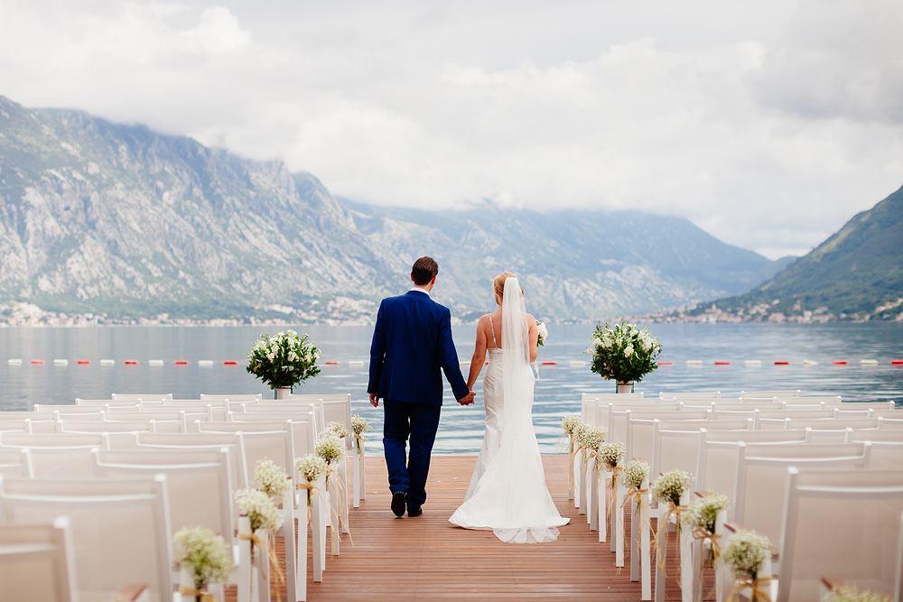 Ślub w plenerze staje się coraz popularniejszy. Zdjęcie ilustracyjne