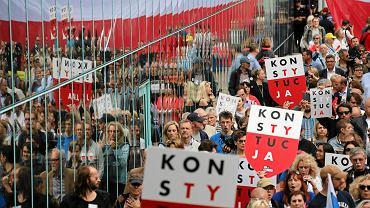 Pikieta przeciwników pisowskiej 'reformy' sądownictwa. Warszawa, pl. Krasińskich, przed Sądem Najwyższym, 4 lipca 2018