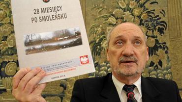 Antoni Macierewicz i dzieło zespołu badającego katastrofę smoleńską