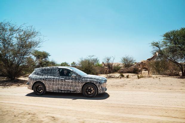BMW iNext podczas testów w RPA (Kalahari)