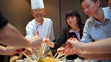 Kuchnia Pięciu Przemian wymaga sporych umiejętności, staranności, zwracania uwagi na detale. Tak przygotowane posiłki wpływają jednak pozytywnie nie tylko na ciało