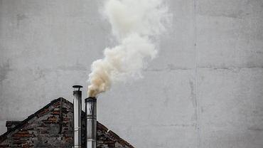 Dym z komina, zdjęcie ilustracyjne