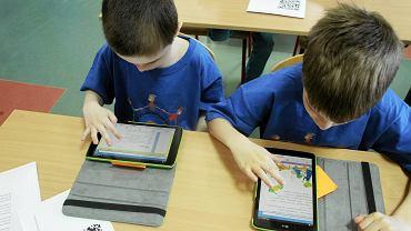 Lekcja z wykorzystaniem tabletów w szkole podstawowej (fot: Przemek Wierzchowski / Agencja Gazeta)