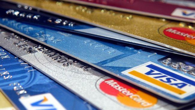 Bierzesz 600 zł albo bank wypowie ci umowę. Kiedy bank może zamknąć konto klientowi? Tłumaczymy