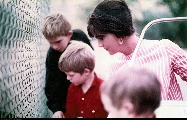 Lucia Berlin z synami. Z tyłu najstarszy, Mark