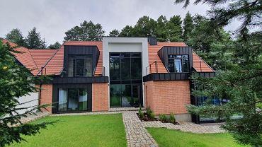 Dom, który powstał w oparciu o wzorce architektury Warmii i Mazur