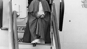 Jan Paweł II podczas pielgrzymki do Hiszpanii pół roku po zamachu w Portugalii