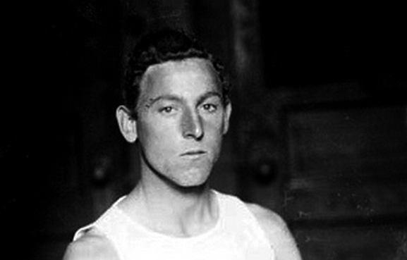 Fred Lorz wystartował na igrzyskach olimpijskich w 1904 w maratonie i stał się autorem skandalu