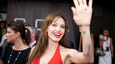 """Angelina Jolie na premierze filmu """"Salt"""" w Moskwie, 2010 r."""