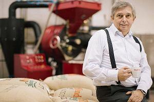 To od niego zaczął się biznes kawowy w Polsce. Teraz pomaga bezrobotnym