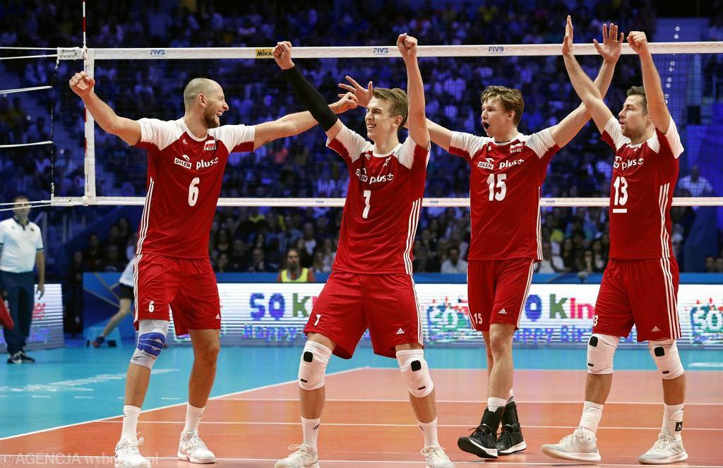 Bartosz Kurek , Artur Szalpuk , Jakub Kochanowski i Michał Kubiak podczas meczu finałowego: Polska - Brazylia.