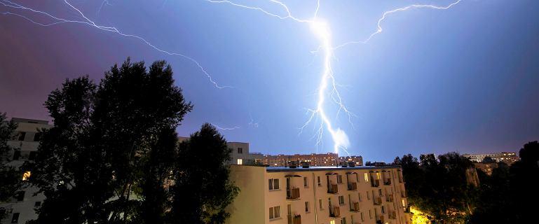 RCB ostrzega: Silny wiatr i burze z gradem w siedmiu województwach
