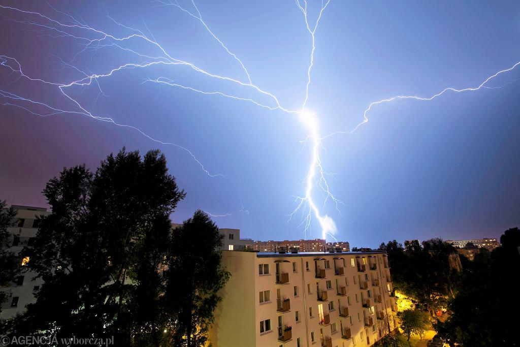 RCB ostrzega przed burzami, gradem i silnym wiatrem (zdjęcie ilustracyjne)