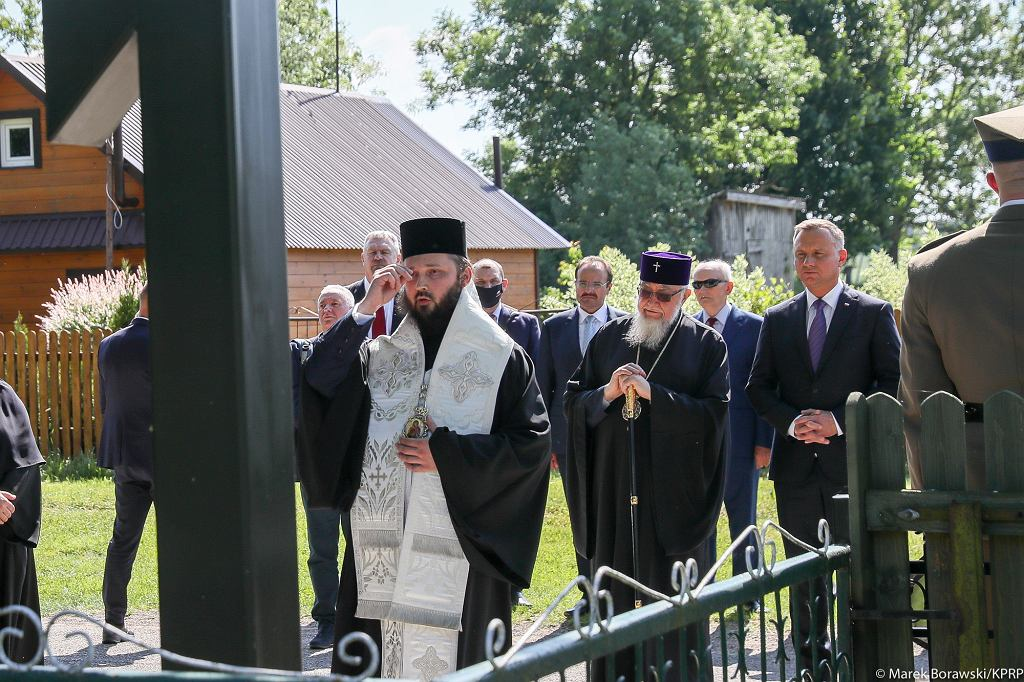 Andrzej Duda złożył wieniec pod krzyżem w Zaleszanach