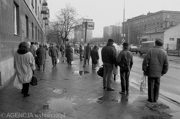 Brak wiaty na przystanku autobusowym przy ul. Chełmskiej, 21 grudnia 1992 roku