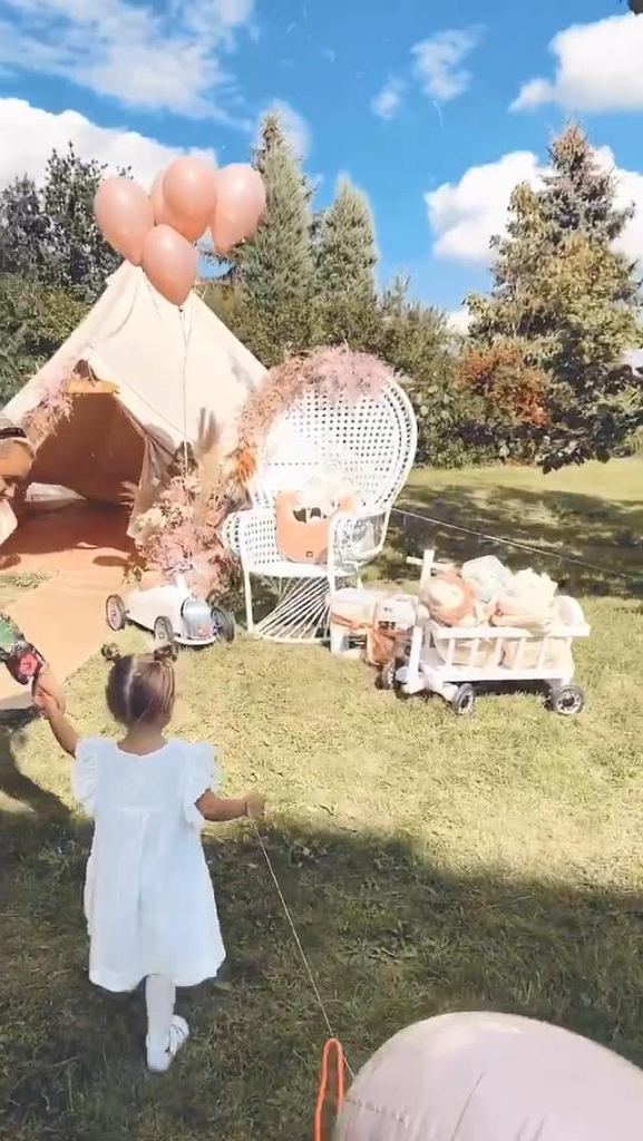 Rodzice zadbali o to, żeby przyjęcie urodzinowe ich córki na długo zapadło jej w pamięć.