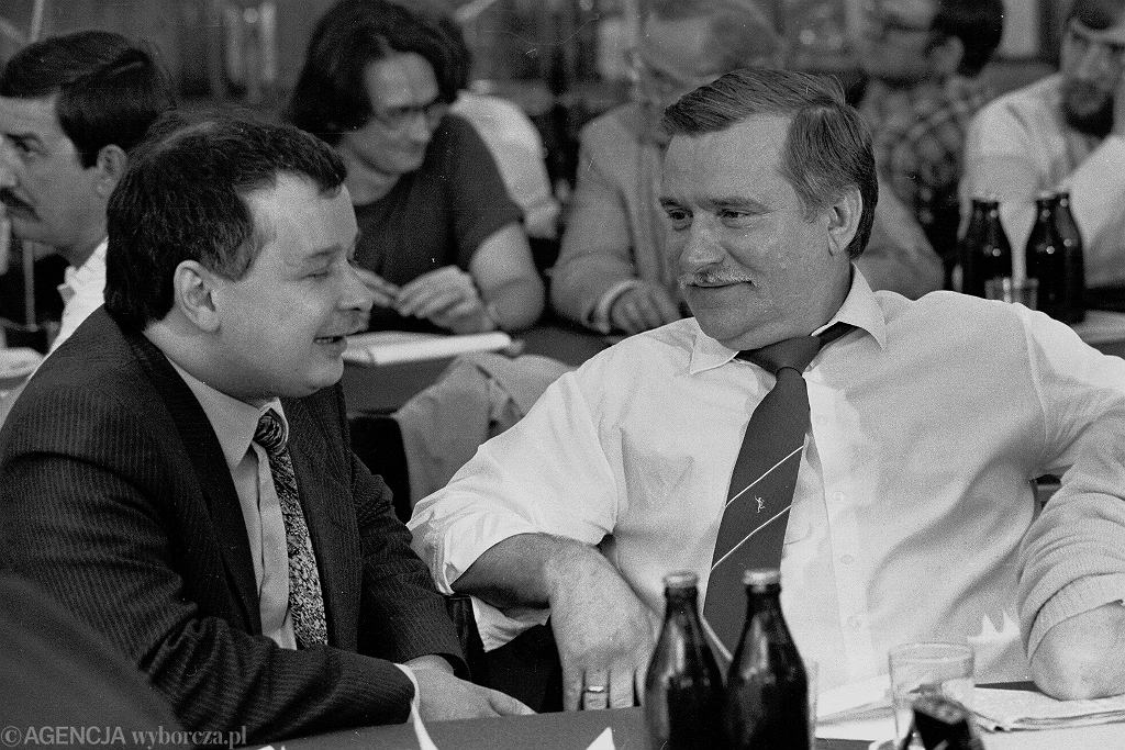 Jarosław Kaczyński i Lech wałęsa w lipcu 1990 roku.