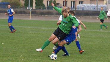 Adrian Bartkiewicz (w zielonej koszulce) w meczu Stal Rzeszów - Stal Stalowa Wola 1:1 (sezon 2013/14)