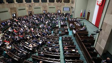 24 parlamentarzystów z Podkarpacia zagłosowało za podwyżkami. Dziś przepraszają: 'Straciłam czujność', 'To był fatalny błąd' (zdjęcie ilustracyjne)