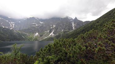 Morskie Oko i okalające je szczyty w Tatach