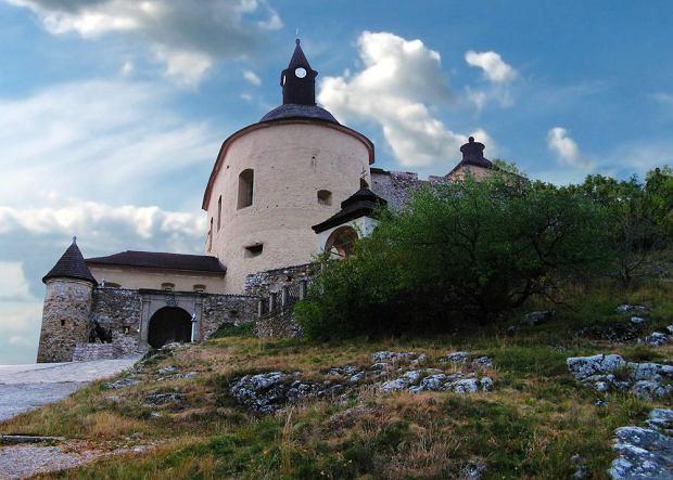 Słowackie zamki - zamek Krasna Horka / shutterstock