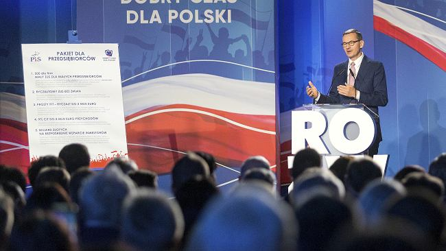 """""""Mały ZUS"""" i chaos z kwotami. Pomysł na realizację obietnicy Morawieckiego zmienił się w kilka tygodni?"""