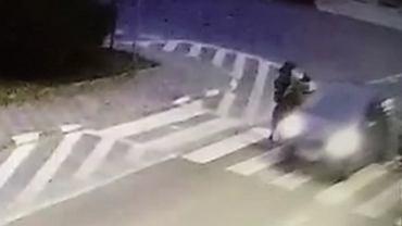 Kierowca przejechał pieszej po stopach
